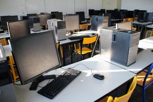 Photo de salle de cours informatique du BAPN