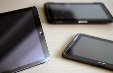 Photos, de tablettes tactiles disponibles en prêt, sur réservation.